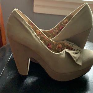 Seychelles Gray/Taupe Heels